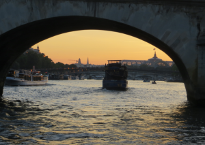 The Seine at sunset. How exquisite!! City girl indeed!