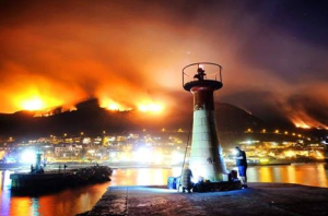 Another fire photo, over one of my favourite towns - Kalk Bay